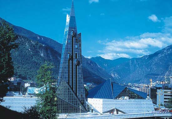 Андорра, по площади, занимает одну из лидирующих позиций в рейтинге самых маленьких стран планеты Земля.