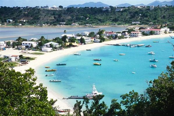 Еще около тридцати лет назад Ангилья представляла собой крайне заброшенное место. Однако сделанная вовремя ставка на развитие туристического бизнеса буквально преобразила страну. Из забытой всеми острова - Золушки, Ангилью превратили в принцессу - рай для туристов. Пляжи с белым песком, великолепные виллы, бесподобные гостиницы, лазурные воды с коралловыми рифами - что можно еще пожелать любителю эксклюзивного отдыха?