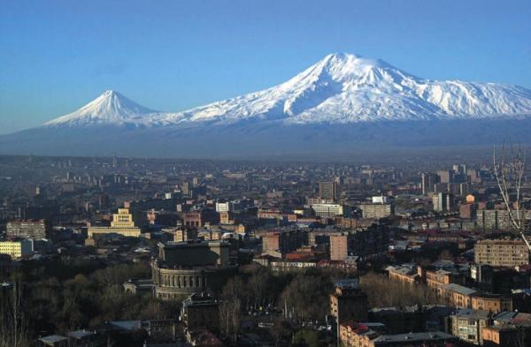 Ереван - столица Армении. В этом крупнейшем городе, основанном в 8 в. до н.э., более 1,3 миллиона жителей