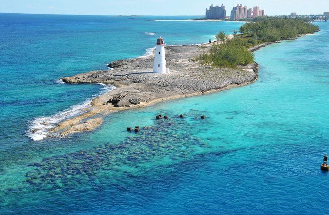 В настоящий момент Багамы – это, прежде всего, известнейший туристический центр, хотя немалую долю приносит переработка и транспортировка нефти.