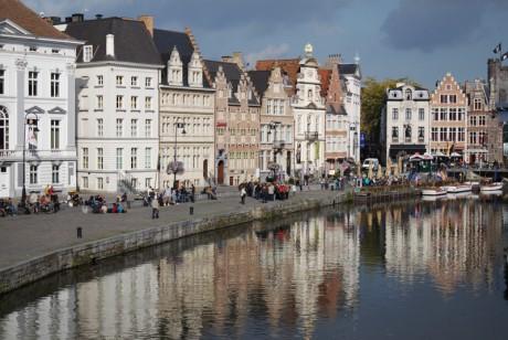 Еще одной достопримечательностью Бельгии являются карнавалы. Рекомендуем увидеть карнавал в Бинш, проводимый перед началом Великого Поста, детский карнавал 6 декабря в честь святого Николая, и  в мае - карнавал в городке Брюгге.