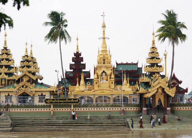 Основная часть населения Мьянмы исповедует буддизм.
