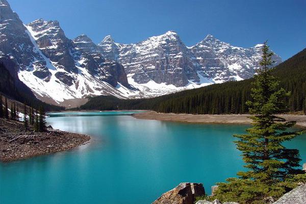 Общая площадь государства Канады составляет 9970610 квадратных метров. Из этой общей площади 755180 квадратных метров приходятся на реки и пресноводные озера. Ни одна страна мира не может похвастать таким большим количеством озер как Канада. Самые известные озера на территории Канады – это Великие озера. Кроме них в Канаде насчитывается тридцать одно достаточно крупное озеро.