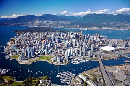 Столицей Канады является город Оттава. Несмотря на то, что Оттава является столицей северо-американского государства, самым крупным городом Канады считается Торонто. Здесь проживают 4 миллиона 483 тысячи жителей.
