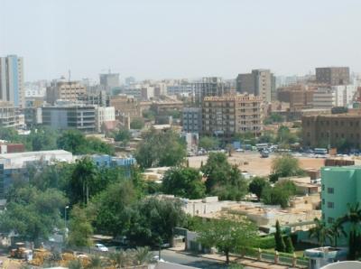 На долю городского населения приходится 80%. Нджамена – столица республики. В этом крупнейшем городе проживает 700 тысяч человек. Среди других больших городов – Абеше, Мунду, Сарх  и др.