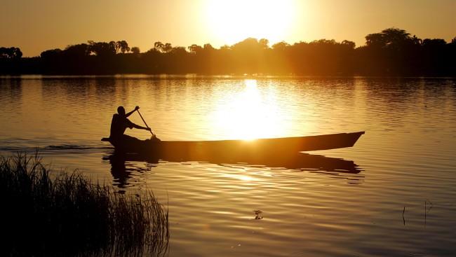 . В озеро, носящее с республикой одноименное название, впадают Шари (Чари) и Логон – крупнейшие реки страны.