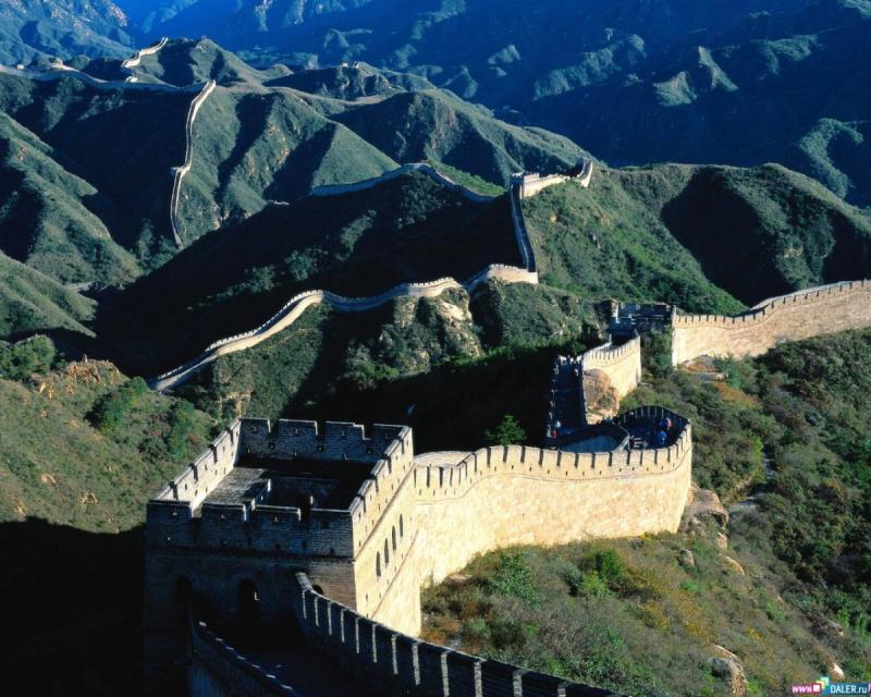Равнины, плато, горы, пустыни и впадины – рельеф страны довольно разнообразен. На 2000 м возвышается над уровнем моря Тибетское нагорье, расположенное на юго-западе Китая.