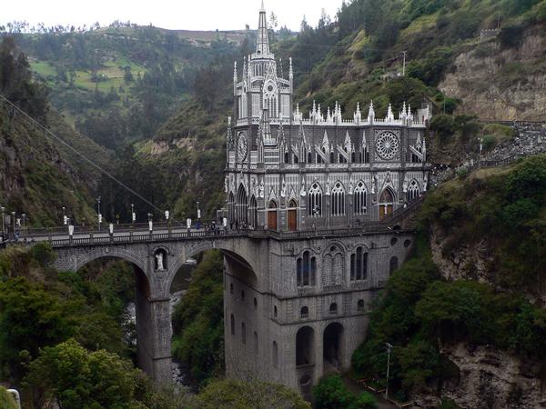 К достопримечательностям Колумбии можно также отнести и собор Сан-Педро и монастырь Сан-Франсиско в Кали. Церковь Лас-Лахас, Колумбия