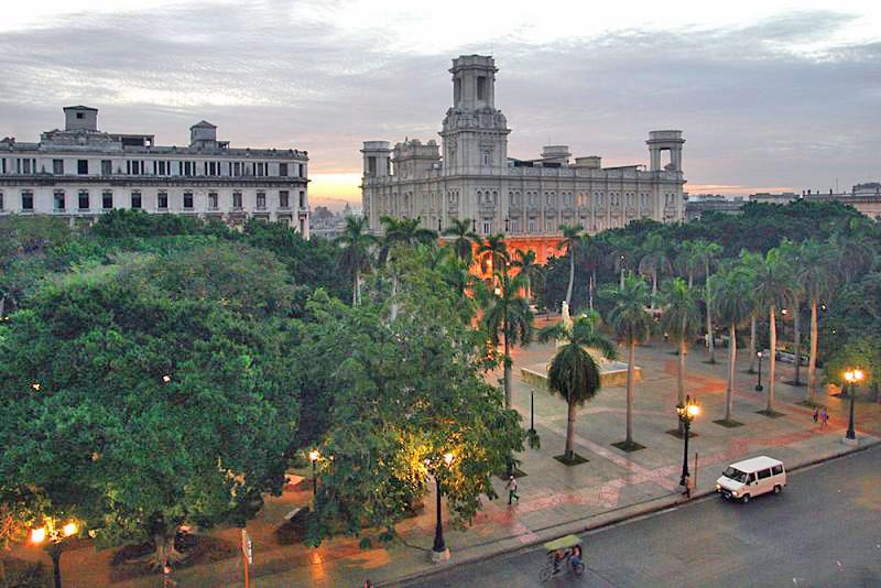Остров Куба был открыт в 1492 году. Первый город, возведенный на острове, был Саньтьягу-дэ-Куба, немного позже появилась и современная столица – Гавана. На протяжении всей своей истории остров являлся оплотом государства Испании в Латинской Америке и служил мощным подспорьем в процессе колонизации близлежащих территорий во время борьбы за территорию США.
