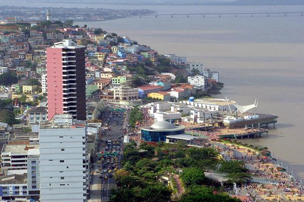 Столица страны Эквадор – город Кито, расположенный в Андах в межгорной котловине на высоте 2830 м над уровнем моря. Крупнейшие города Эквадора: тихоокеанский порт Гуаякиль численностью 1508444 человек, столица Эквадора Кито - 1244000 человек, Куэнка - 195000 человек, Мачала - 144000 человек, Амбато - 125000 человек.