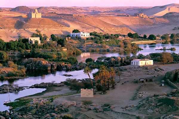 Среди этнических групп, проживающих в Египте, самая многочисленная (90%) принадлежит хамитам (египтянам). Кроме них здесь можно встретить нубийцев и бедуинов.