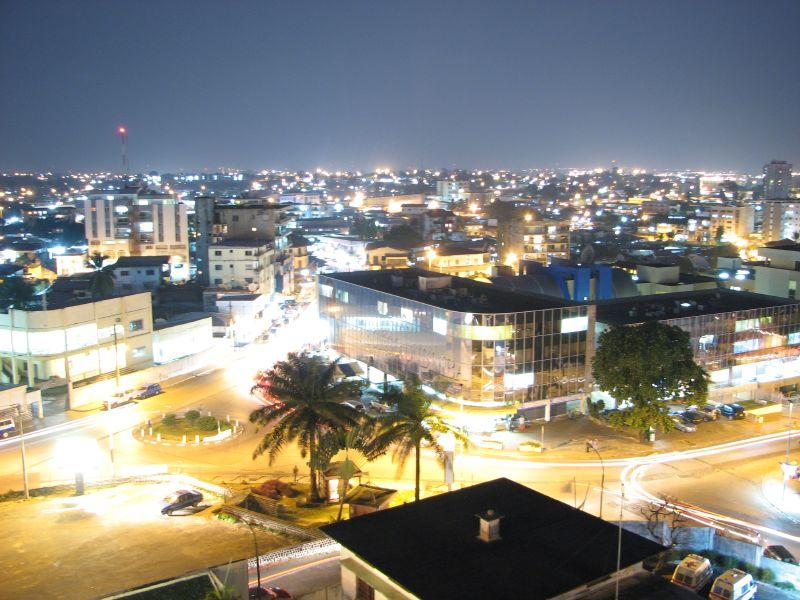 Благодаря богатым недрам и огромному количеству добываемых полезных ископаемых (марганец, уран, нефть, газ, золото) государство Габон является одной из богатейших стран в Африке. При этом основная часть экспорта - нефть и  марганцевая руда.