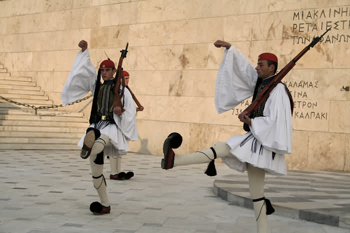 Несколько веков подряд Греция находилась под властью различных империй - Римской, Византийской и Оттоманской.