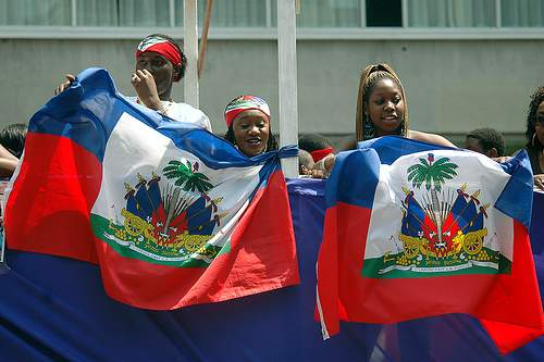 Согласно данным статистики, десять лет назад на острове проживало почти семь миллионов человек. Подавляющее большинство жителей являются потомками привезенных когда-то на Гаити чернокожих африканцев - рабов, они составляют практически девяносто пять процентов населения. Оставшаяся доля приходится на остальных. Государственными официальными языками являются французский и креольский.