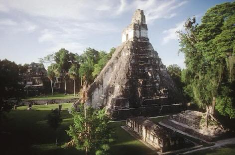 Как полагает ряд ученых, название «Гондурас» связано с высказыванием Христофора Колумба, который попал в сильную бурю и чудом выжил, по-испански Гондурас означает «глубины».