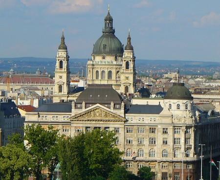 В Венгрии существует достаточно большое количество музеев, наиболее известный из них - Национальный исторический музей. Ему принадлежит замечательная коллекция предметов истории мадьяр (с девятого века), также большой интерес представляет художественный музей и национальный музей естественной истории (Будапешт).