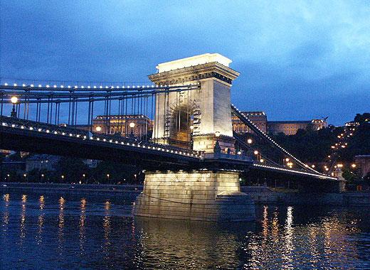 В Венгрии сохранились множество памятников архитектуры, как то: дворцовый комплекс, с выстроенным в готическом стиле храмом (Будапешт, регион Буда),  собор одиннадцатого века, расположенный в городе Печ, можно посмотреть на останки поселения древних римлян ( Шомбатели).