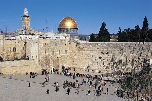 На долю городского населения в Израиле приходится более 90%. Среди холмов Иудеи расположен крупнейший город страны - ее столица Иерусалим. Тель-Авив, занимает в стране второе место по величине.