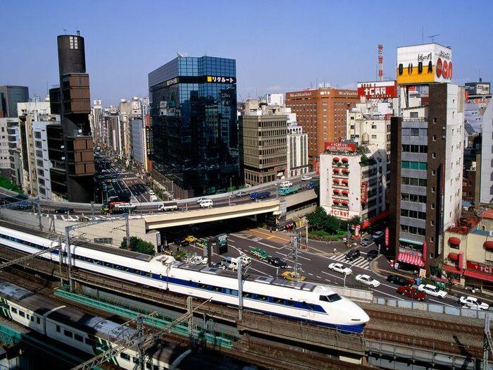 Токио – столица Японии. Среди других крупных городов: Осака, Киото, Иокогама, Нагойя и пр.