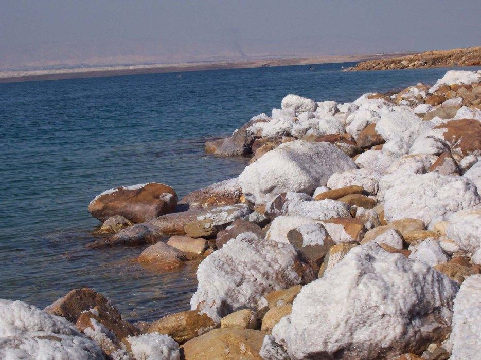 Пустыни делают климат Иордании теплым и сухим. С ноября по апрель длится период дождей. Зима прохладная, случаются заморозки. Январь – самый холодный месяц.