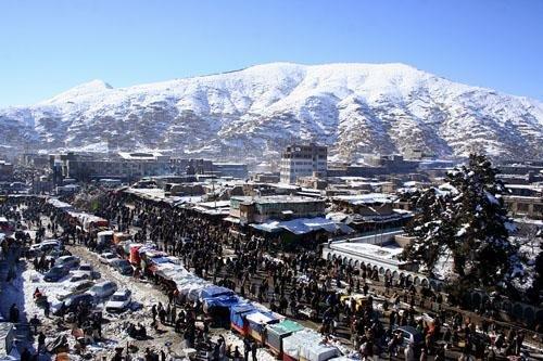 В стране континентальный климат. Для Кабула характерна холодная зима (– 3° С) и теплое лето (+25° С).