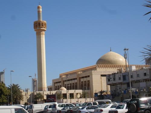 Ислам – государственная религия Кувейта. Мусульмане-сунниты составляют 45% населения, шииты – 40%. В стране также много приверженцев индуизма, христианства и пр.