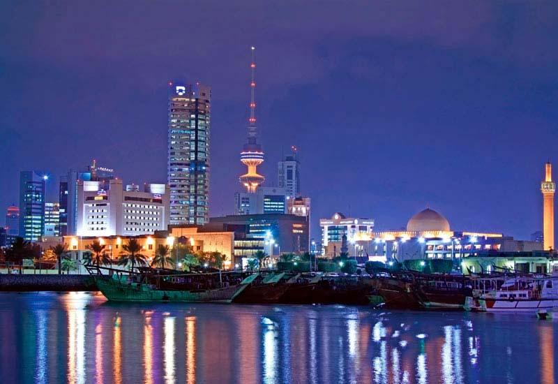 Экспортируя природный газ и нефть, страна получает около 90% своего дохода. При современных темпах добычи нефтяных ресурсов Кувейта, их должно хватит еще лет на сто.