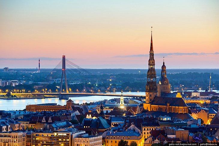Историческая столица Латвии представляет собой большую ценность, так как в ней представлены архитектурные изыскания различных народов: и национальные, и немецкие, и шведские, и русские. Также следует отметить, что сам город Рига спроектирован по образу колец и поделен на 6 административных частей,