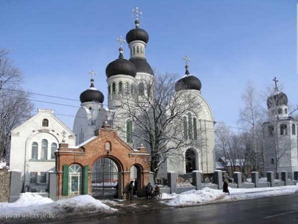 История столицы Латвии насчитывает более восьми веков. В разные исторические периоды город принадлежал то одним, то другим иностранным захватчикам.