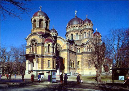 Периодически город получал независимость и терял ее, в последний раз находился под покровительством Российской империи и был обычным провинциальным городом областного значения.