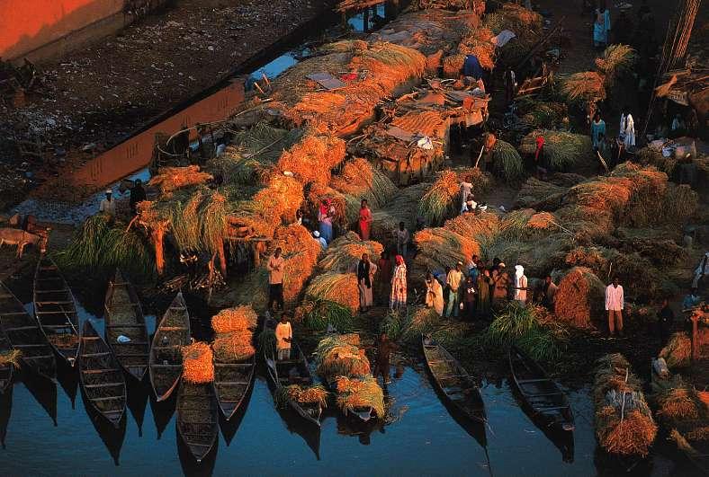 Около 27% населения Мали живет в крупных городах, где количество жителей исчисляется тысячами - Сикасо, Сегу, Тимбукту, Мопти, Гао и т.д., а в столице, Бамако, оно давно перевалило за миллион.
