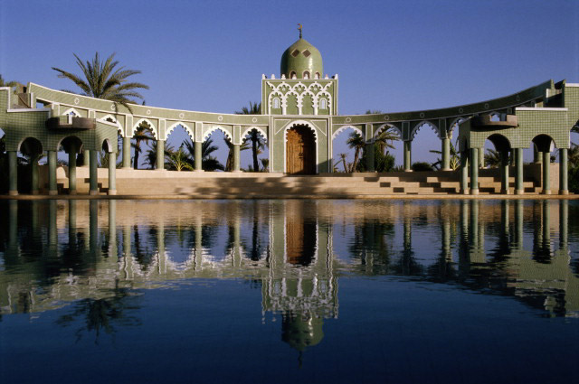 Главные города страны переполнил приток населения из сельских районов. В таких городах, как Мекнес, Марракеш, Фес, Тетуан и Уджда, численность жителей достигает миллиона. Касабланка и столица Марокко, Рабат, еще многолюднее.