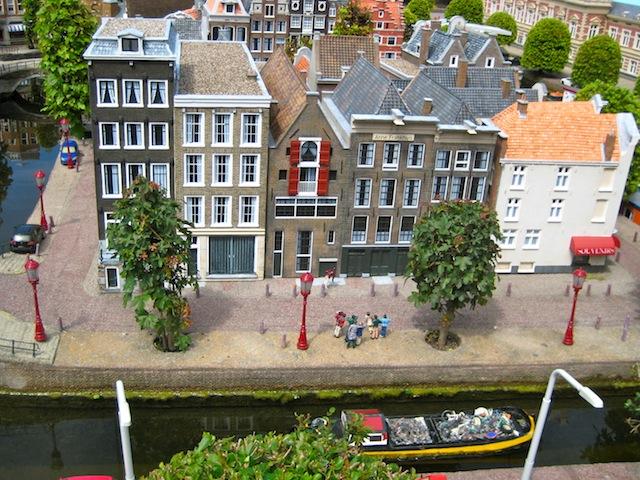 В настоящий момент  Нидерланды являются членом Евросоюза, а также входят в состав других международных организаций.