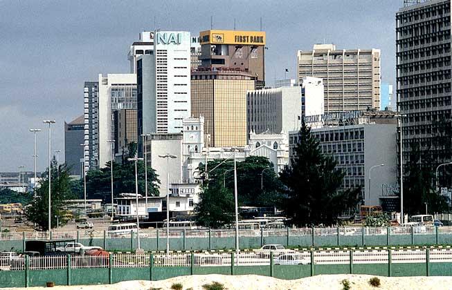 Среди стран Африки Нигерия считается самой многонаселенной. Количество жителей в стране достигает 129 млн. человек. Для юго-восточных штатов характерна высокая плотность населения, до 131 человека на 1 кв. км.