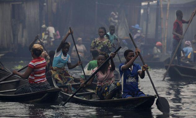 Дети до 14-ти лет составляют около 43% населения Нигерии. В стране высокая детская смертность. Лишь 3% жителей доживает до 65лет. 18 лет – таков средний возраст населения страны.  В Нигерии более 250 этнических групп и народностей - хауса-фулани, бини, йоруба, иджо, ибибио и др.