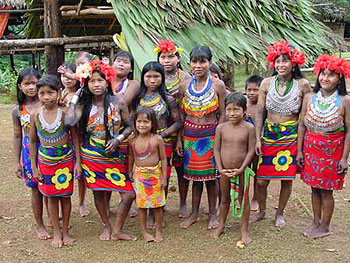 Львиную долю населения Панамы составляют метисы, доля которых в общей массе составляет около семидесяти процентов. Оставшиеся тридцать процентов делят между собой вест-индийцы, белые, а также индейцы. Государственный язык, на котором говорит большая часть населения – испанский, но  широко распространен и английский язык.