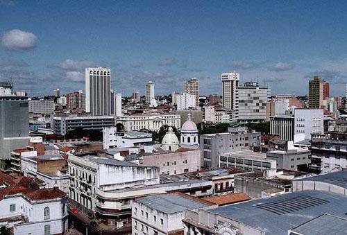 Столицей Парагвая является город Асунсьон. Асунсьон также является и самым крупным городом страны. Его население составляет 945 тысяч человек.