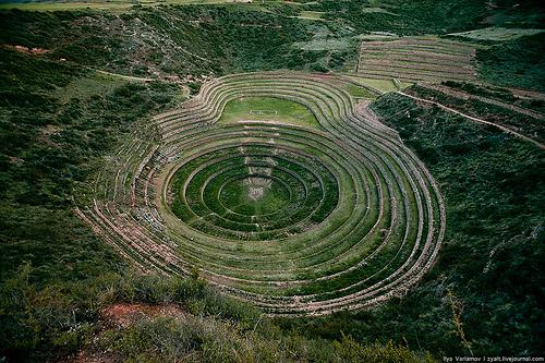 Горнопромышленная отрасль представлена добычей свинца, цинка, железной руды, меди и др. (нефть, золото). А по добыче серебра  Перу занимает одно из ведущих мест в мире.
