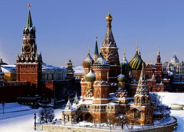 Столицей государства является старинный город Москва, население которого превышает 10 миллионов человек (по данным 2007 года). Также Россия очень богата крупными городами и городами миллионерами. К их числу можно отнести Самару, Красноярск, Санкт-Петербург, Новосибирск, Пермь, Казань и другие города, список который очень многочислен.