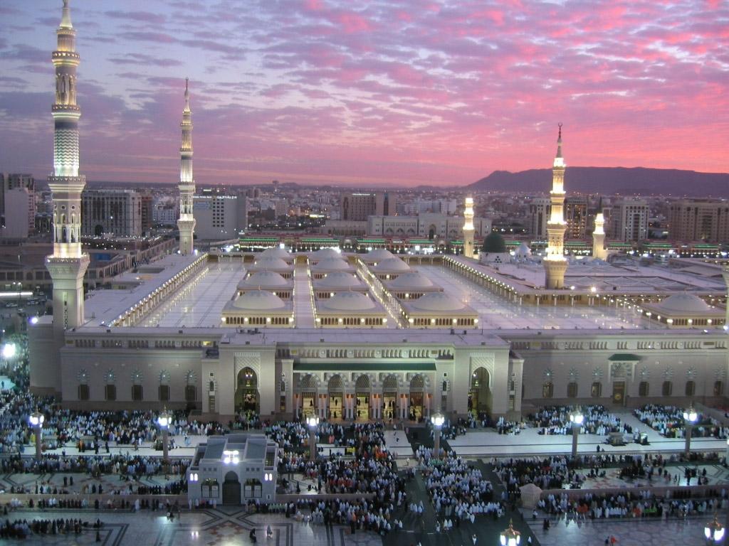 Ислам является государственной религией страны. Медина и Мекка - главные священные исламские города, находятся в Саудовской Аравии. Ее так и называют иногда – «Страна двух мечетей».