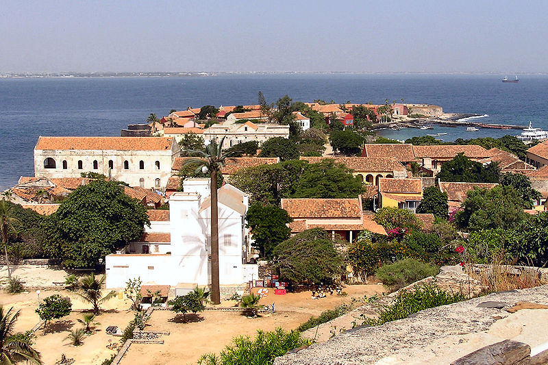 Сенегал – республика, во главе которой стоит президент. Он же командует вооруженными силами страны. Срок его полномочий ограничен пятью годами. Нынешний президент - Абдулай Вад, был переизбран на второй срок в 2007 году.