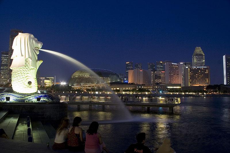 Сингапур – столица государства. В ней проживает основная масса населения страны.