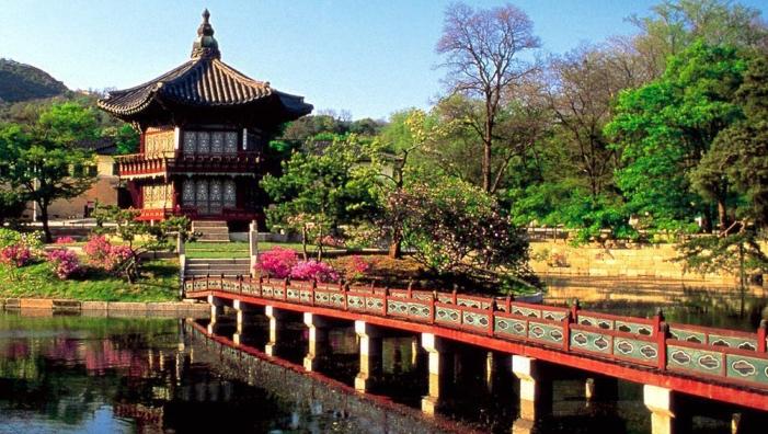 Традиционный буддизм  и христианство являются в Южной Корее основными религиями. Конфуцианских и буддийских канонов придерживается большинство южнокорейцев.