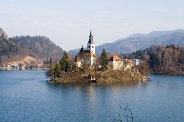 Впервые свою независимость от иностранных держав Словения получила в 7-м веке, но ненадолго. Почти 7 веков (с 1330-х годов и до Времен первой мировой войны) Словения входила в состав Австрии, в то время именовавшейся империей.