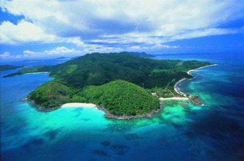 На острове Гуадалканал расположен город Хониара, являющийся столицей Соломоновых островов. В ней проживает около 44 тысяч человек.