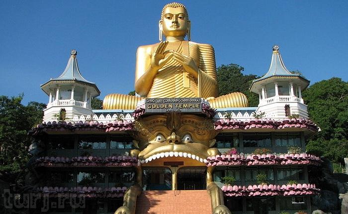 Свобода вероисповедания гарантирована конституцией страны. 2/3  ее жителей – буддисты. Индуизм исповедует около 20% населения. В стране также много приверженцев ислама и христианства.