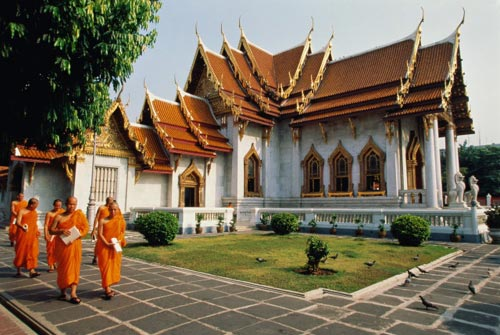 Среди населения Таиланда широко распространен буддизм, фактически являющийся государственной религией страны. Тхаммаютникай и Маханикай - монашеские буддийские секты Таиланда.