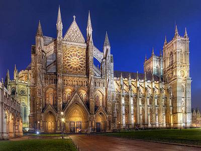 Сохранилось множество храмов, построенных в средние века - собор св. Мувго (середина XV века); церковь св. Маргариты (XI век); церковь св. Жиля (XV век); церковь св. Иоанна Крестителя (XV век), а также множество национальных галерей в каждой части Британии.
