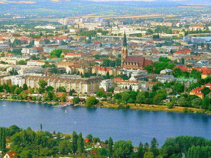 Всемирную известность завоевали такие города Австрии как Вена и Зальцбург.