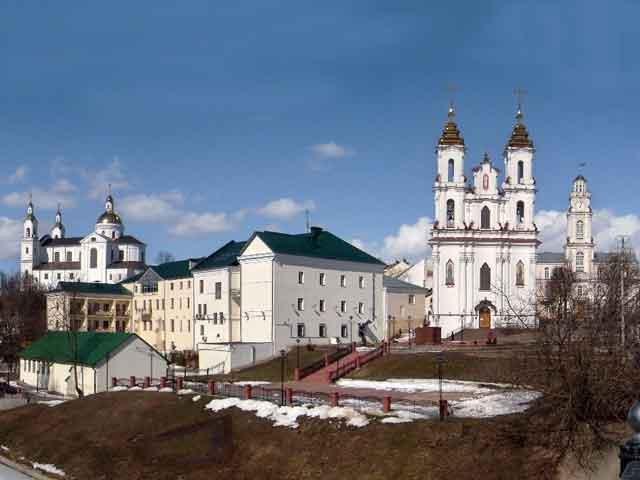 Уютный и мирный Витебск (Vitebsk) очаровываетс первого взгляда. Это город холмов и парков, живописных мостов над Западной Двиной. Город живет насыщенной культурной жизнью Здесь проводятся всевозможные фестивали.
